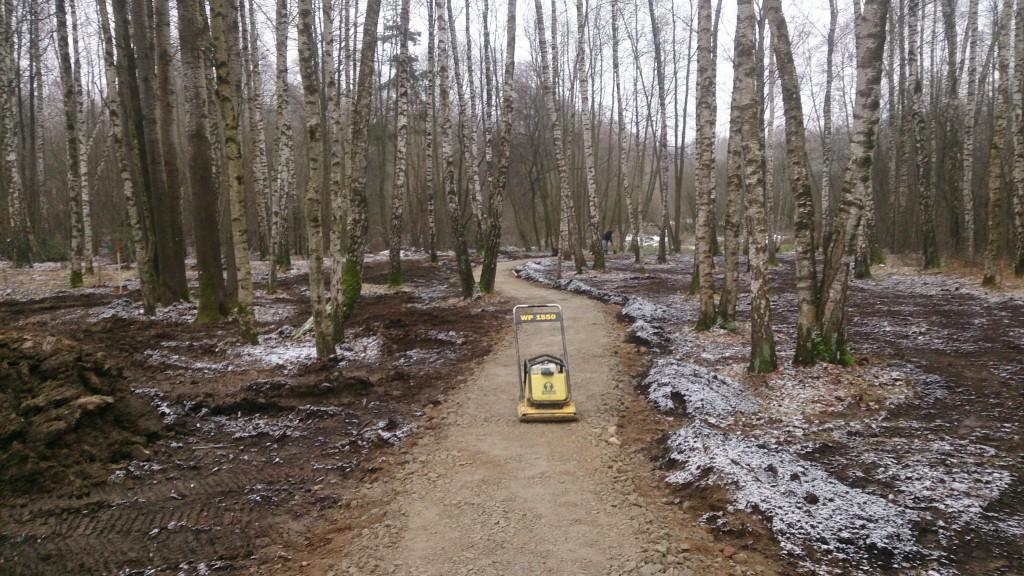 Miško takelis iš dolomito skaldos.